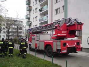 Ćwiczenia strażaków na Podwawelskim