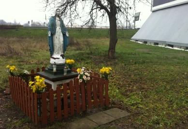 Figurka Matki Boskiej Łaskawej rejon ul. Barskiej i Konopnickiej