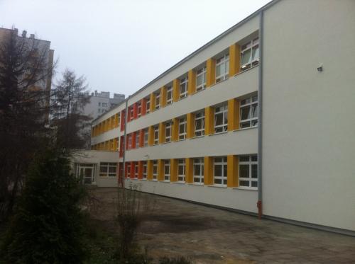 Zakończyły się prace związane z termomodernizacją szkół na os. Podwawelskim